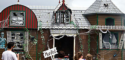 Santa parade munted house