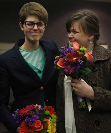 Gay couple marry in Utah