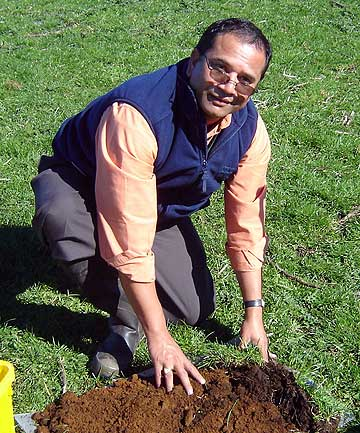Bala Tikkisetty carries out a visual soil analysis that will give him a better understanding of soil quality.