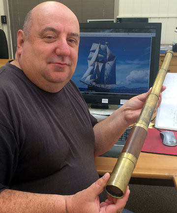 Antique telescope auctioned