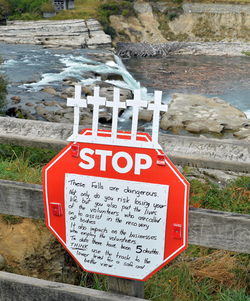 warning sign at Maruia Falls