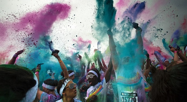 Participants in the 2014 Colour Run.