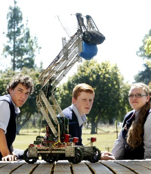 Feilding High School student team ''Skaro'' have won the NZ Excellence Award for Robotics