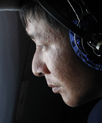 Malaysia Airlines missing jet, searcher looks out window
