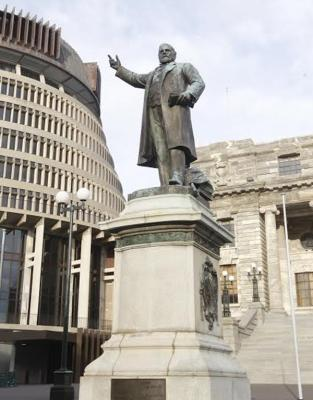 Quake-prone buildings and statues at parliament