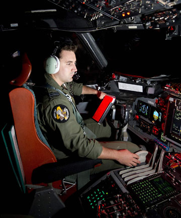 RAAF pilot in search for MH370