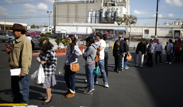 People queue to enrol for Obamacare