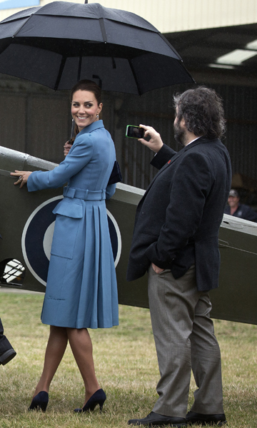 Kate strikes a pose for Sir Peter Jackson