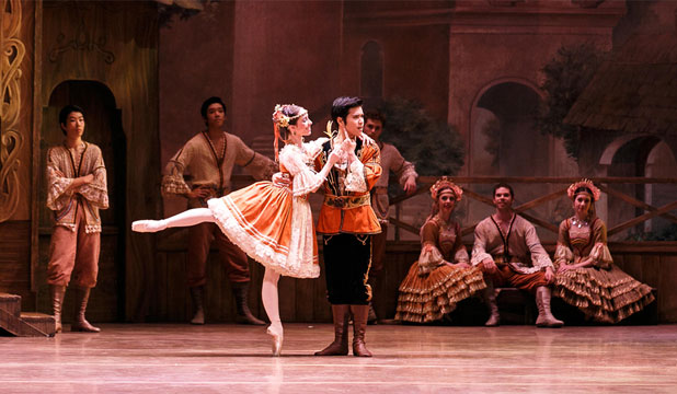 Lucy Green as Swanhilda and Kohei Iwamoto as Franz