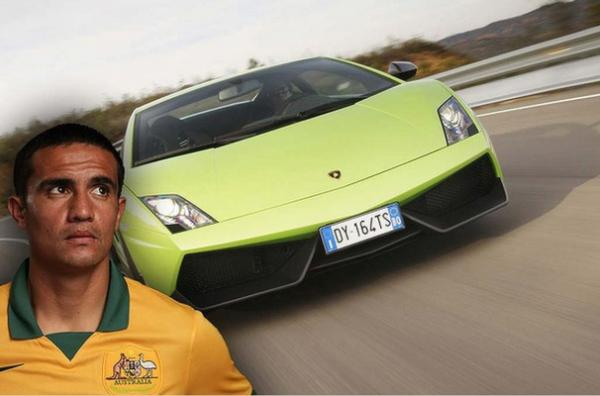 Socceroo Tim Cahill cruises around in his V10-powered Lamborghini Gallardo.