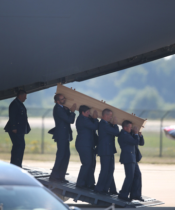 MH17 COFFIN ARRIVES