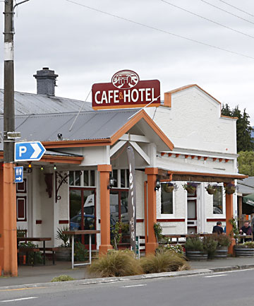 Commercial Hotel and Cafe