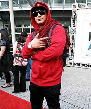 HEART ON HIS SLEEVE: Rapper Scribe wore red to the New Zealand Music Awards because he plans to vote for Labour.