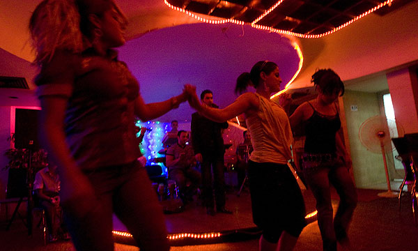 Baghdad nightclubs thrive as violence eases | Stuff.co.nz