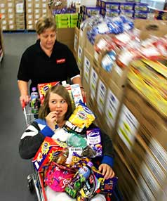 FAST FOOD: Tania Buck, a shareholder of Reduced to Clear in Rongotai,  takes her daughter Hope Vermeulen, 12,  for a quick tour of the cut-price food store.