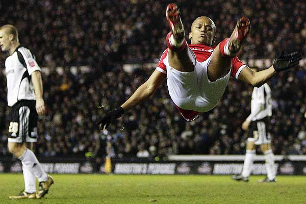 Nottingham Forest's Robert Earnshaw (right) celebrates his goal against Derby County during their English FA Cup fourth round football match at Pride Park in Derby.