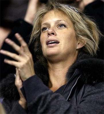 Rachel Hunter claps for her son Liam as he plays during the 2007 Quebec International Pee-Wee Hockey Tournament.