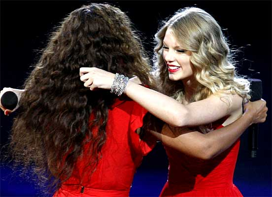 Taylor Swift hugs Beyonce after being invited to finish her acceptance speech for best female video that had been interupted by Kanye West.