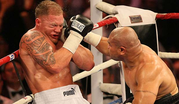 KNOCKOUT: David Tua lands the final blows of the fight on Shane Cameron.