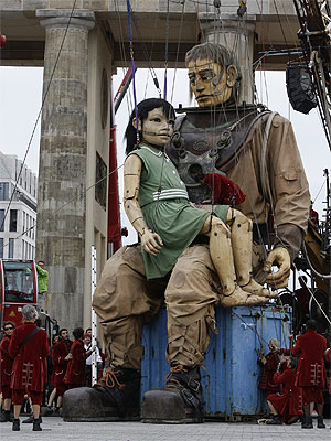 Marionettes mark reunification anniversary