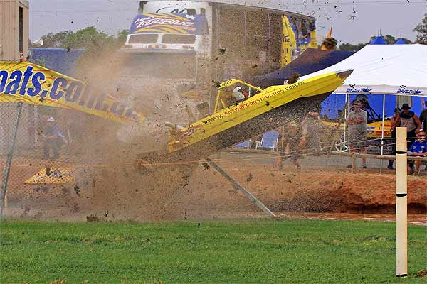 West Australian V8 Superboat crew Alan Carr and Jo Price came crashing down to earth spectacularly  after cutting the final corner at the world championships at Temora.