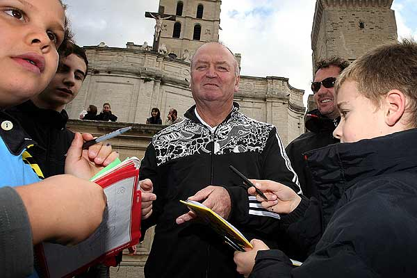 All Blacks coach Graham Henry is surrounded by fans as he visits Avignon on a day off for the squad ahead of the final test against France in Marseille.