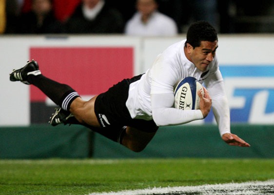 Mils Muliaina scores a try.