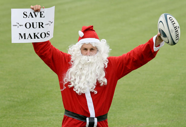 Santa saves Makos