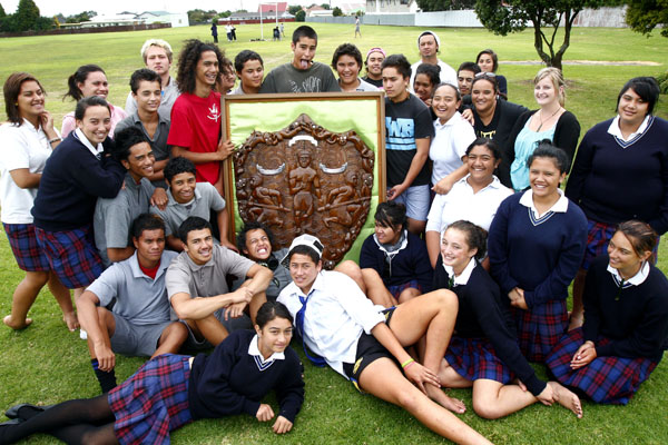 The Waitara High School kapa haka group with the Te Kupenga Shield