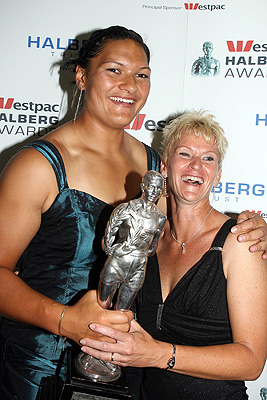 Valerie Vili after she won the 2009 Halberg Awards Supreme award, with her coach Kirsten Hellier. Hellier won best coach award.