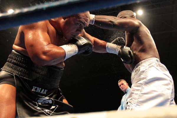 A look through the ropes as David Tua lands a left hook to the ribs of Friday Ahunanya.