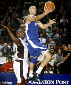 Saints guard Lindsay Tait