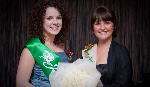 PICTURE PERFECT: Southland's Rose of Tralee Nicole Gourley (left) with last year's national winner, Lisa Monaghan.