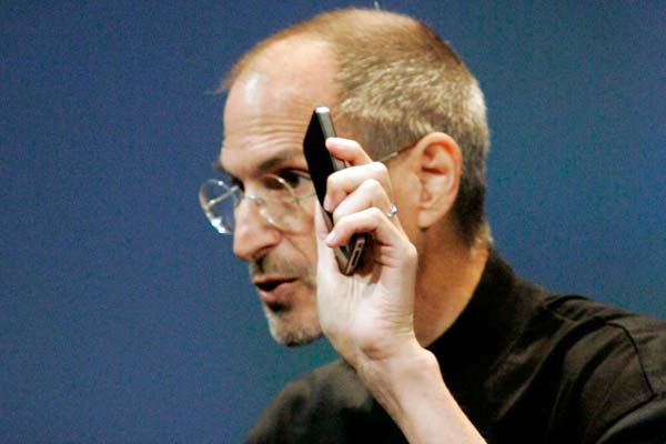Steve Jobs makes iPhone 4 apology