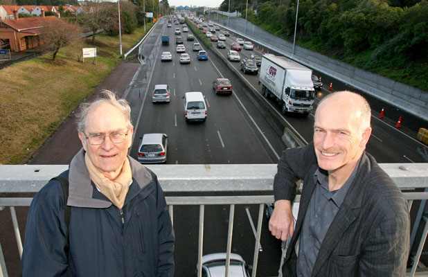 BRIGHT IDEA: John Pearce, left, and Paul Minett have set up a car-pooling company called Trip Convergence. The pair have patented their idea for a flexible car-pooling system in New Zealand and Australia.