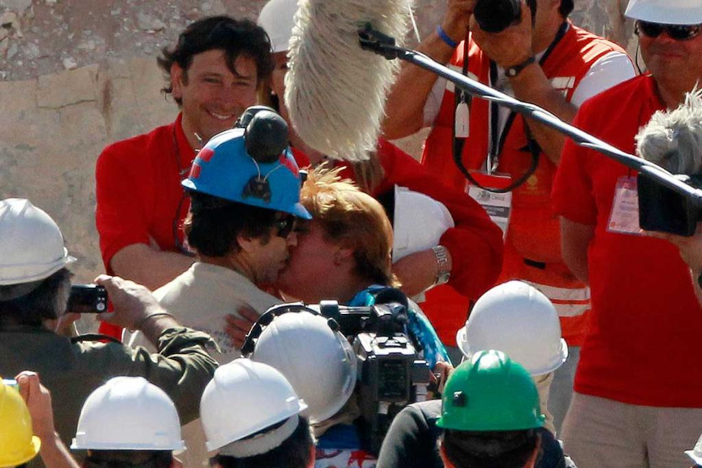 Johnny Barrios kisses his girlfriend Susana Valenzuela after reaching the surface to become the 21st trapped miner to be rescued.