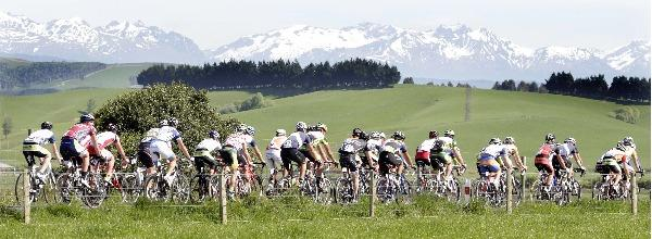 The peloton on the way into Tuatapere on stage 4 of the Tour of Southland. (Image ID  624859559)