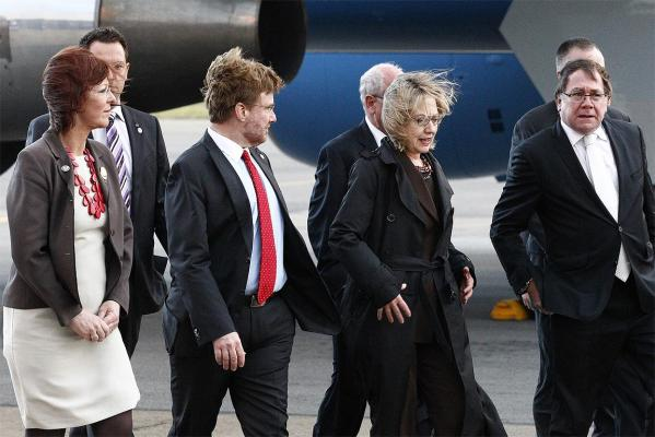 US Secretary of State Hillary Clinton has arrived in Wellington surrounded by a swathe of security personnel.