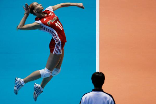 Reuters Images of the Year, photo of Anna Werblinksa jumping in volleyball.