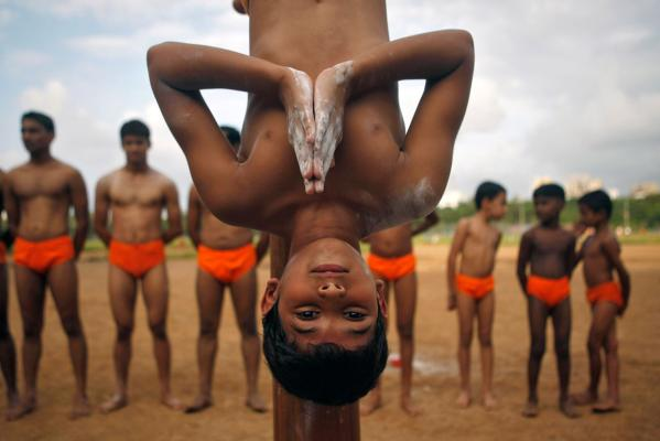 Reuters Images of the Year, photo of boy hanging.