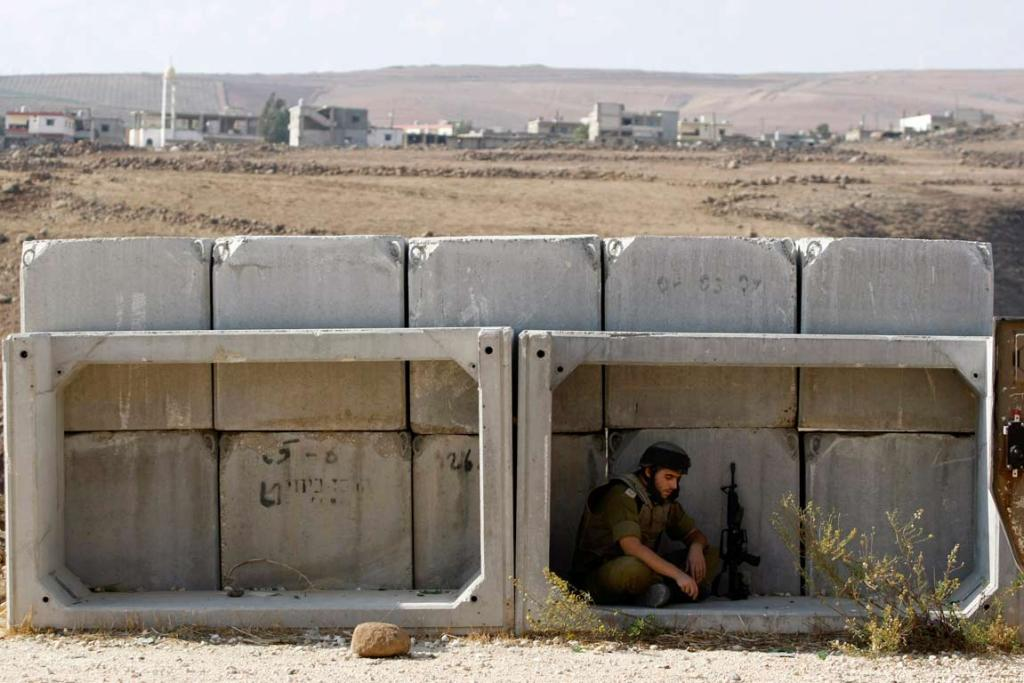Reuters Images of the Year, photo of Israelin soldier on border.