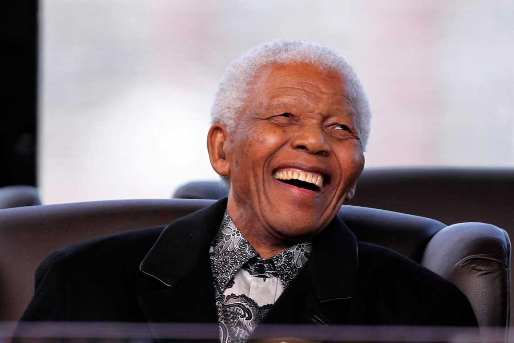 Nelson Mandela attends the inauguration of President Jacob Zuma at the Union Buildings in Pretoria May 9, 2009.