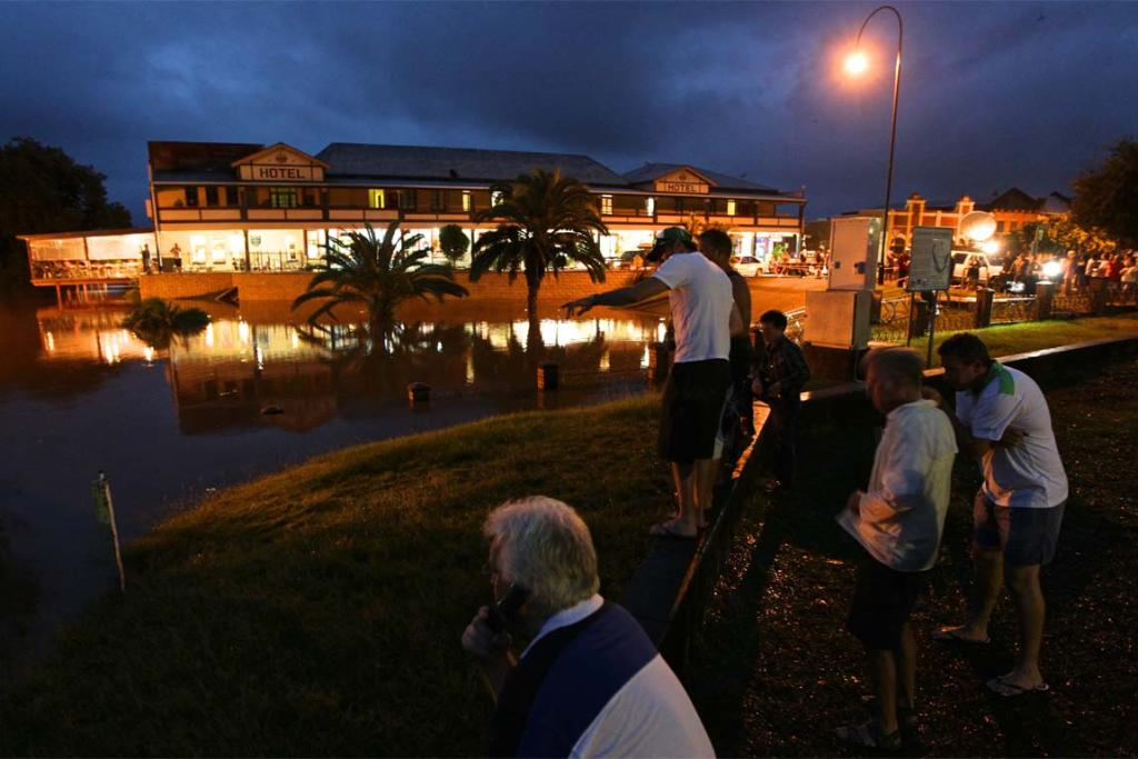 Residents of Grafton watch as the Clarence River reaches seven metres.