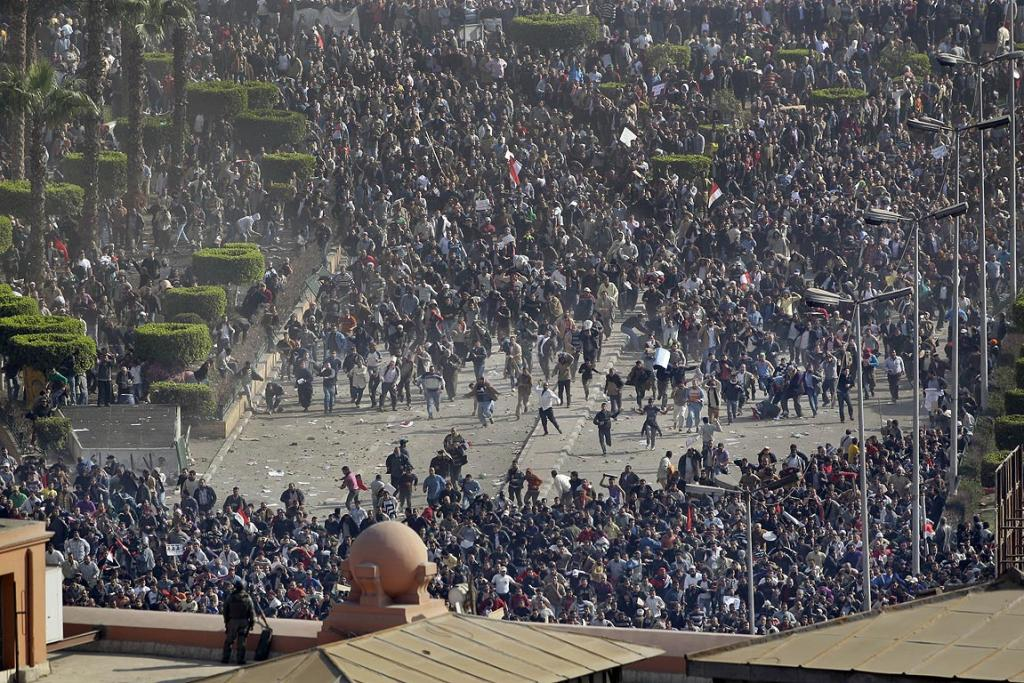 Thousands of supporters and opponents of President Hosni Mubarak battled in Cairo's main square.