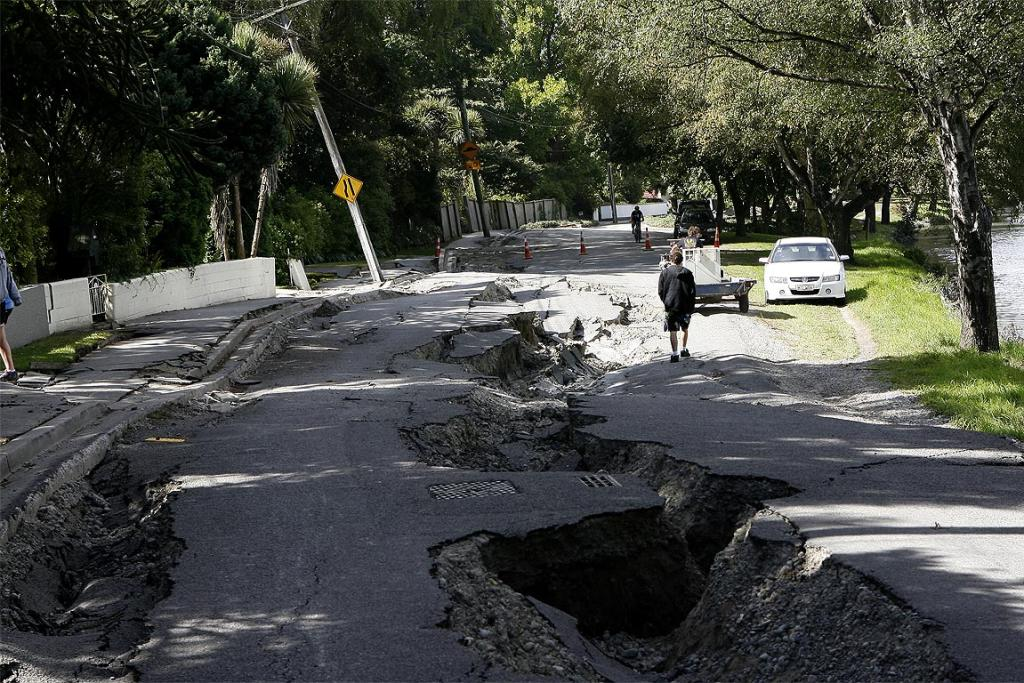 Damage in Richmond, locals explore extreme lateral spreads in River Road.