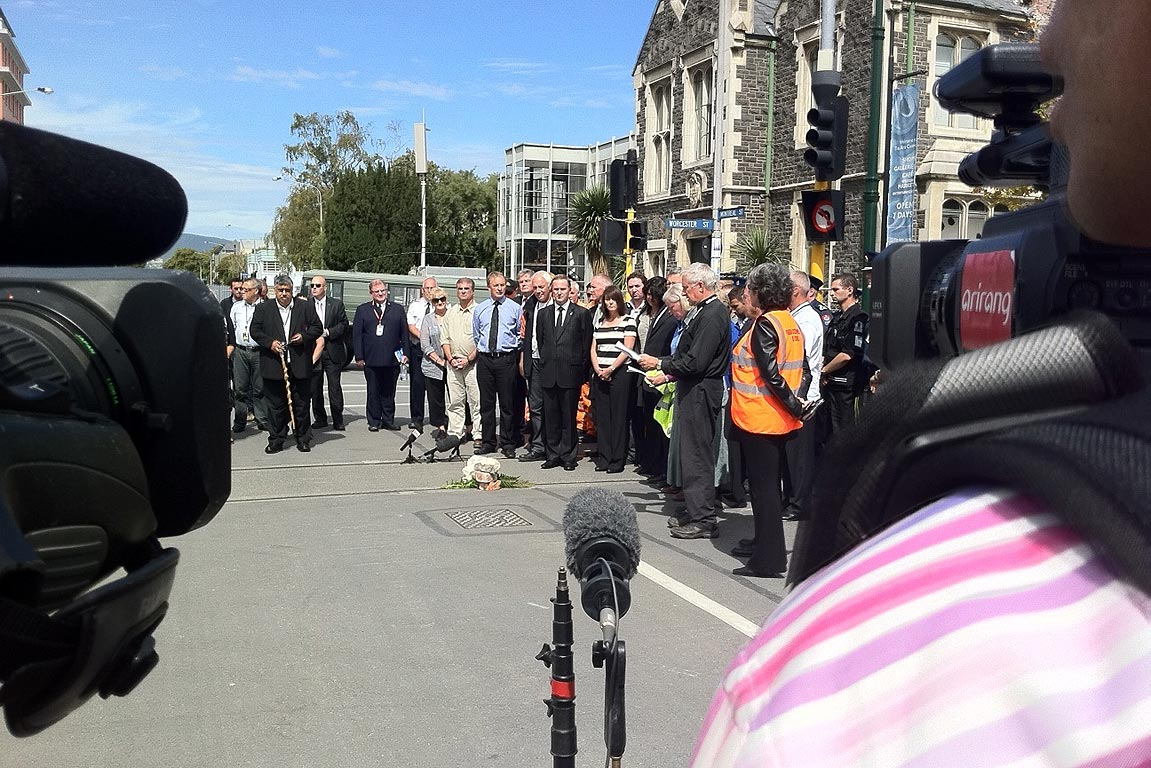 Prime Minister John Key, Opposition leader Phil Goff and Christchurch mayor Bob Parker observe two minutes' silence in Christchurch.