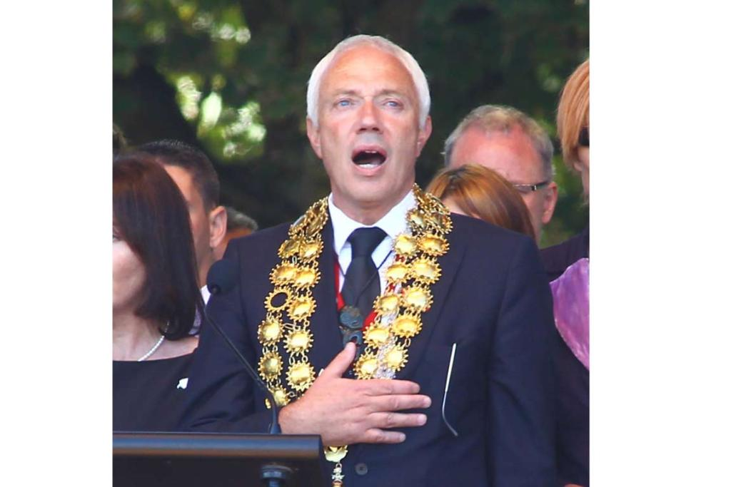 Christchurch mayor Bob Parker onstage at the national Christchurch earthquake memorial service.