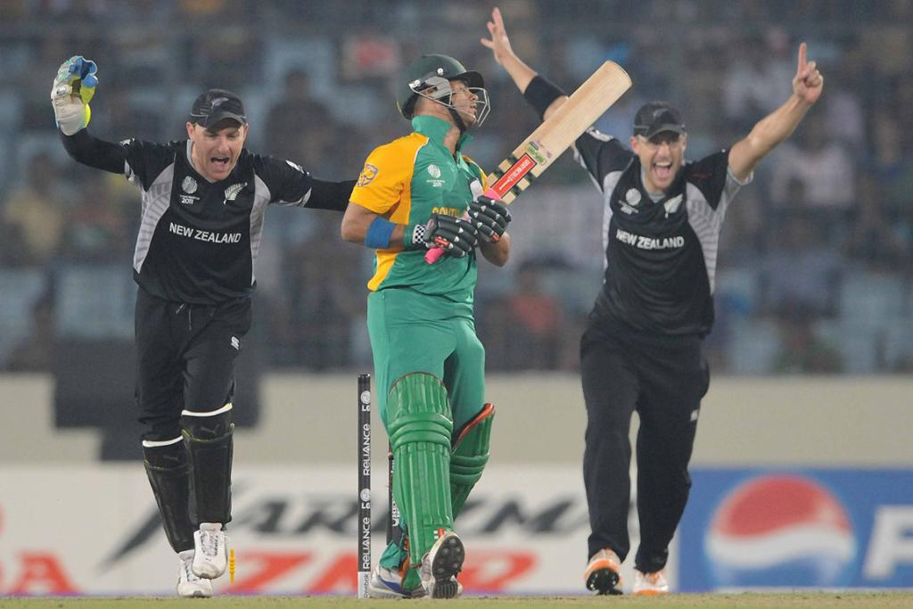 JP Duminy of South Africa is bowled by Nathan McCullum of New Zealand  during their World de8e0b67b