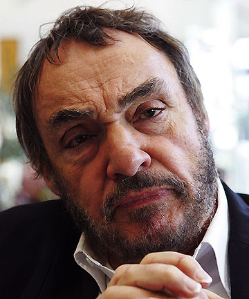 DWARF ADVISER: Stuff.co.nz is hosting a live chat with Lord of the Rings star John Rhys-Davies.