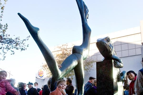 Outside The Regent on Broadway Theatre, the newest in the city's series of sculptures – Paul Dibble's Who's Afraid – recreates a native lizard facing off against a female beauty in bronze.